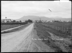 Paeroa, looking South, ca 1918 - Photograph taken by Fred. E Flatt