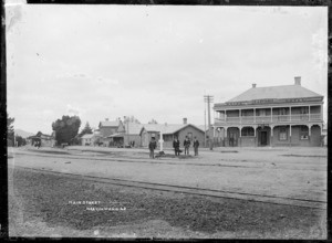 Great South Road at Ngaruawahia, with the Waipa Hotel, circa 1910