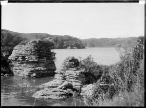 Te Kareka Bay, Te Akau, in the vicinity of Raglan, 1910 - Photograph taken by Gilmour Brothers