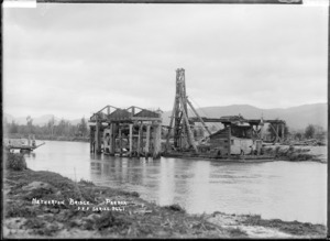 Netherton Bridge under construction, at Paeroa, ca 1918 - Photograph taken by Fred. E Flatt
