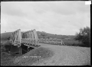 Traffic bridge over the Waipa River at Otorohanga
