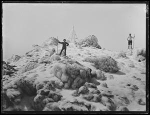Mountaineers at summit of Mt Egmont (Mt Taranaki)