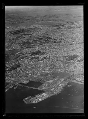 Auckland City, looking south, including Western Reclamation