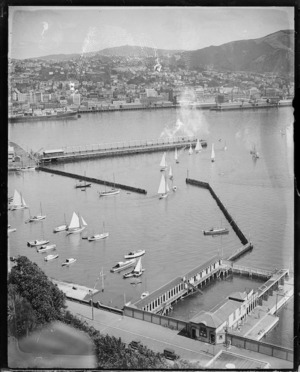 Creator unknown :Photograph of Oriental Bay and Wellington city