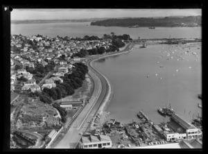City approach to Auckland Harbour Bridge