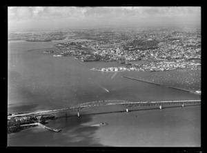 Auckland Harbour Bridge, Waitemata Harbour