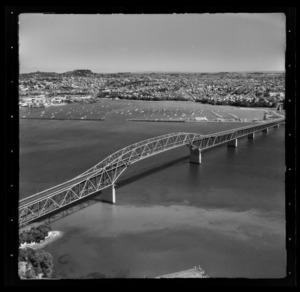 Auckland Harbour Bridge, Waitemata Harbour