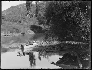 Robert Wells' speedboat, Mokau River