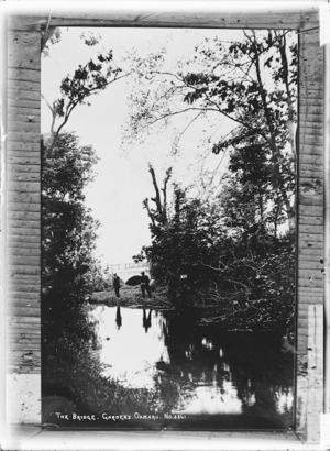 Scene with creek and bushes, at the gardens, Oamaru