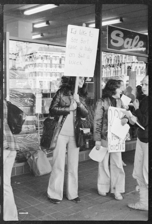 Women protesting about the insufficient Domestic Purposes Benefit