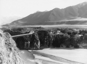 J M Marks, fl 1905 : Waiou River and bridge, with Lochiel Station and homestead, Canterbury