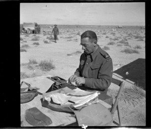 New Zealand war correspondent G E Beamish in the Libyan desert during World War 2