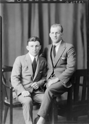 Boxer, Les Murray with his trainer, Tom Harris