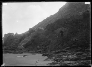 Blowhole in Mussel Rocks, Raglan, 1910 - Photograph taken by Gilmour Brothers