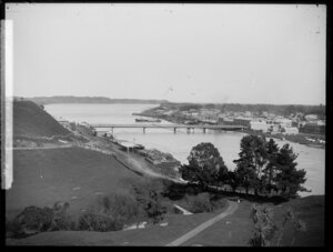 Looking south from Durie Hill, Whanganui River and Taupo Quay