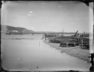 Unidentified bridge at Whanganui River