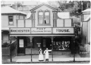 Manchester House in Tinakori Road, Wellington, with John Coates Hutchinson and Naomi Hutchinson standing outside