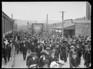 1913 Waterfront Strike supporters on Mansfield Street, Newtown, Wellington
