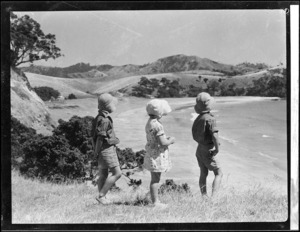 Robert Wells (Junior)and two other children at Woolley's Bay