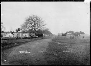 Herschel Street, Ngaruawahia, 1910 - Photograph taken by Robert Stanley Fleming