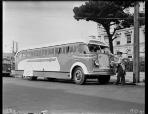 Number 16 Eastbourne-Wellington bus outside Old Government Buildings, Wellington