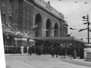 Crowd outside the Auckland Railway Station entrance