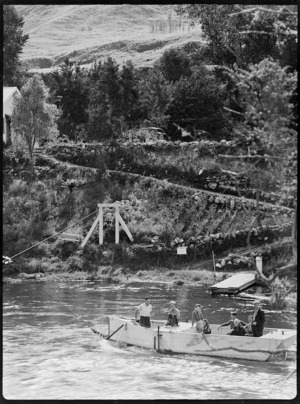 Tourists in a punt on the Waikato River