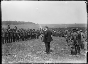 William Massey addressing New Zealand Artillery at Louvencourt