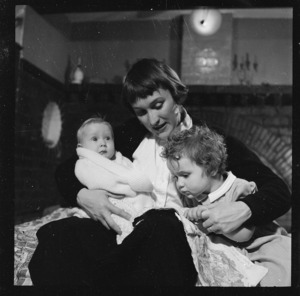 Edith Campion with her daughters Anna and Jane