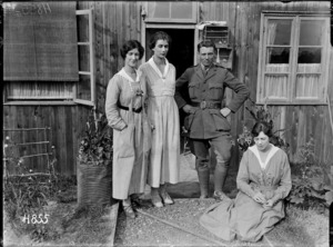 The women who voluntarily staff the Lowry Hut canteen in Etaples, World War I