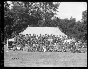 Group portrait at a World War I New Zealand camp, England