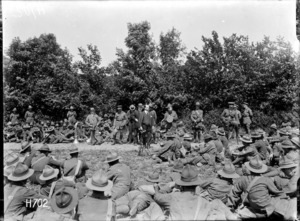 Sir Joseph Ward addressing New Zealand troops in the field during World War I, Louvencourt
