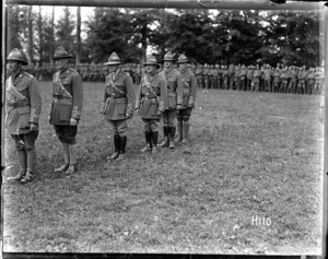 Presentation of medals to officers of the New Zealand Division, World War I