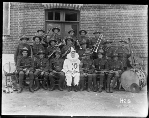 Group portrait of the Kiwi entertainment orchestra with David Alexander Kenny in a pierrot costume