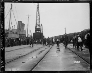 World War I troops disembarking from a ship at Dover