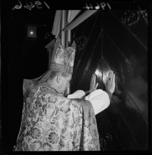 Bishop Henry Baines closes the doors of old St Paul's church