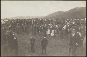 Crowd at tangi of Tawhiao - Photograph taken by Enos Pegler