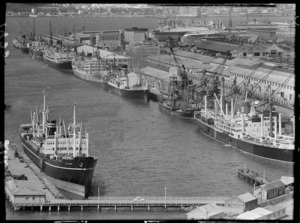 Shipping congestion at Wellington wharves