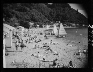 Beach scene, Days Bay, Eastbourne, Lower Hutt, Wellington
