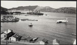 Solent flying boat approaching pontoon dock, Evans Bay