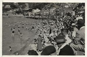 Crowd at the beach, Oriental Bay, Wellington - Photograph taken by E P Christensen