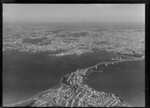 Auckland city and Waitemata Harbour