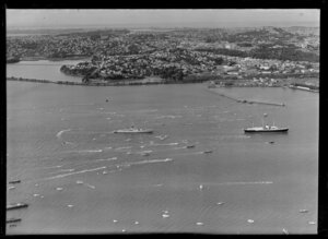 Royal Yacht Britannia arriving at Auckland