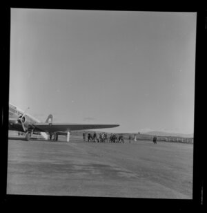 Group of people approaching the Viewmaster aeroplane, Taupo Aerodrome test, South Pacific Airlines of New Zealand (SPANZ)