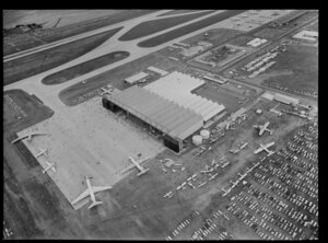 Auckland International Airport, opening day