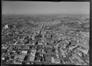 Auckland City, wuth Upper Symonds Street, the motorway and with the Domain at the left of picture