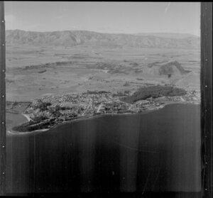 Wanaka township and Lake Wanaka, Otago