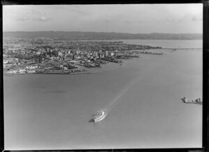 Unidentified vessel leaving Waitemata Harbour, Auckland