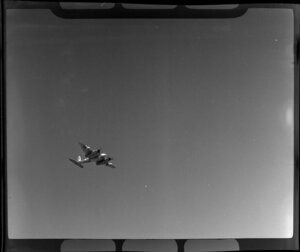 Royal New Zealand Air Command RAC Pageant at Mangere, de Havilland Mosquito aircraft in flight