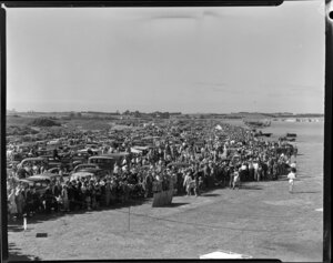 Royal New Zealand Air Command RAC Pageant, Mangere, showing the crowd, from a rooftop